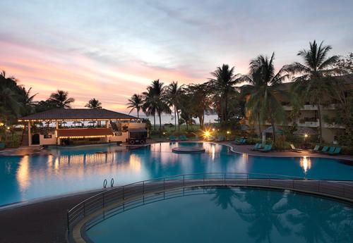 【ビーチも街も満喫のマレーシア2都市6日間♪】ランカウイ島 ホリデイヴィラ(スーペリア)2泊&クアラルンプール イスタナ(デラックス)2泊 4泊6日 朝食・送迎付き・カード決済OK